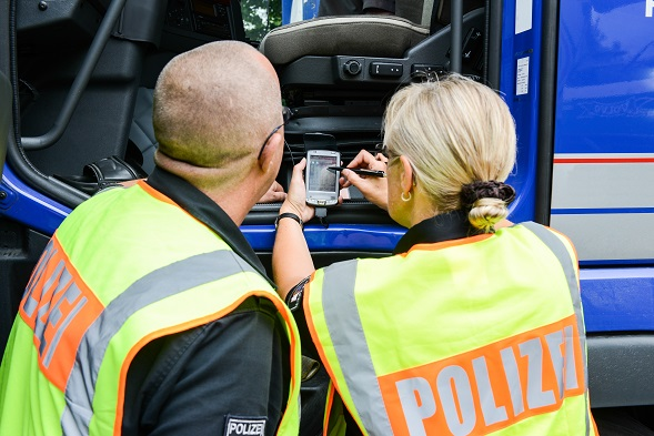 Bei den Bußgeldern wird nämlich neben dem LKW-Fahrer auch der Chef des Unternehmens zur Kasse gebeten.(#04)