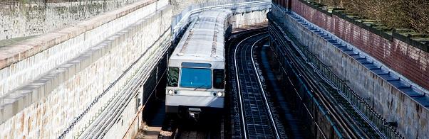 Eine Möglichkeit der Verkehrsverlagerung ist der Ausbau des Nahverkehrsnetzes.
