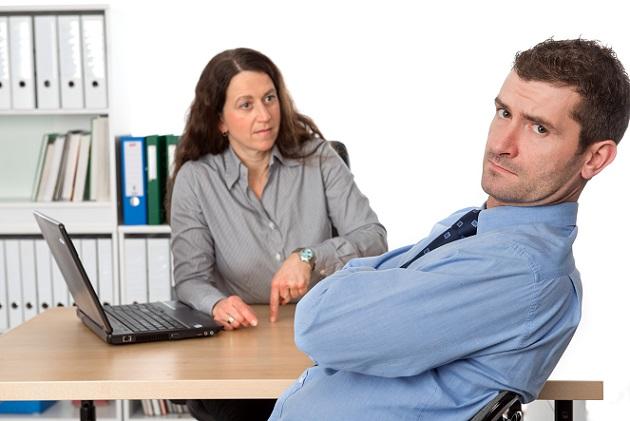Nicht nur Abmahnungen sind eine große Unsicherheit, wenn Chefs oder die Personalabteilung ein Zeugnis ausstellen. (#01)