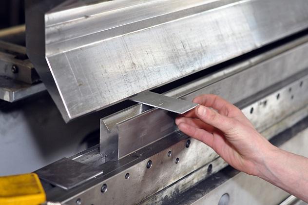 Sicken und Bördelmaschinen mit oder ohne Antrieb sind für verschiedene Muster und Prägungen erhältlich. (#02)