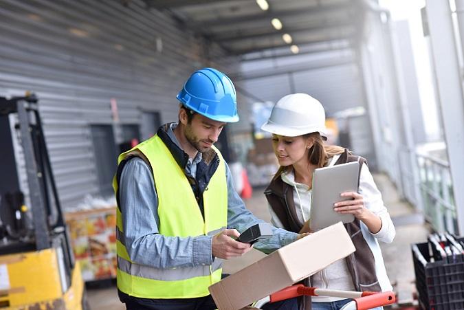 Ein Logistikunternehmen erstellt tagtäglich zahlreiche Dokumente. Es müssen Angebote erstellt, Rechnungen geschrieben und eventuell Mahnungen verfasst werden. Diese Geschäftsvorgänge fallen auch in anderen Firmen an. (#01)