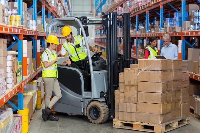 Viele Logistikunternehmen sind stets bestrebt, möglichst wenig Geld auszugeben – mit Fahrten und Auslieferungen, Warendienstleistungen und ähnlichen Tätigkeiten verdienen gerade kleine Firmen oft kaum mehr, als sie zum Überleben brauchen. (#03)
