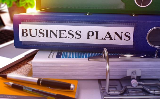In der Regel wird der Finanzplan vom Gründer oder den Gründern selber erstellt. Bei komplexen Ausgaben- und Einnahmerechnungen samt eventuellen Bilanzplanungen empfiehlt es sich, einen Steuerberater oder Unternehmensberater, die auf Existenzgründungen spezialisiert sind, hinzu zu ziehen, um vermeintlichen Investoren, Banken und Förderanstalten einen soliden Finanzplan ohne Fehler vorzulegen. (#07)