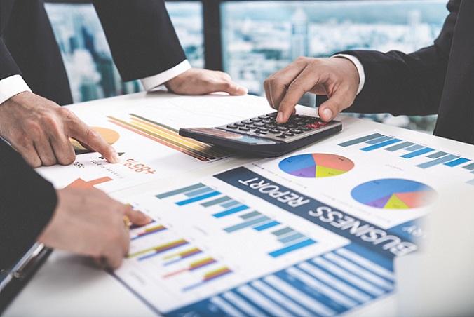 Letztlich dient der Finanzierungsplan im Rahmen des Businessplans dazu, Investoren und Banken vom Konzept derart nachhaltig zu überzeugen, dass sie in das junge Unternehmen oder die schon bestehende Firma investieren. Damit es lohnenswert für die Investoren ist und die gewillt sind, die Existenzgründer und dem Unternehmen mit einer Finanzspritze den Start zu erleichtern, sind möglichst präzise und vor allem vollständige Zahlen nötig, die nicht schön gerechnet sind. (#02)