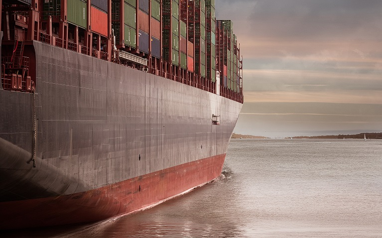 """Dieses Bild haben viele vor Augen, wenn sie an """"Logistik"""" denken. Doch der Transport via Schiff ... (#01)"""