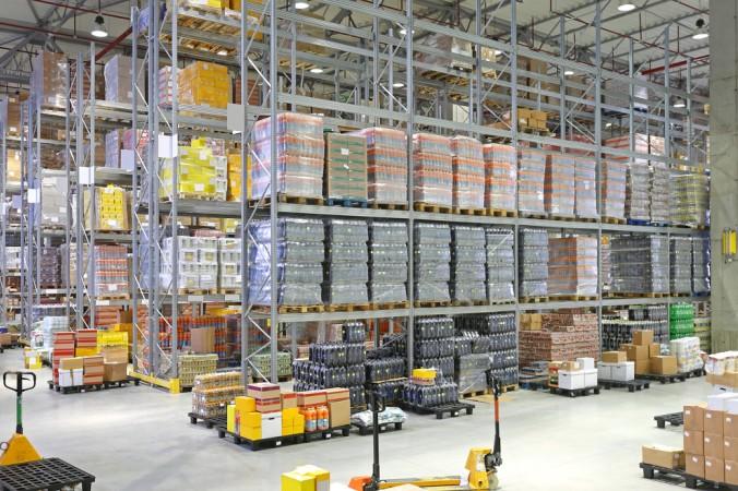 Wenn die Waren nach der Produktion zwischengelagert werden, spricht man von Absatzlagerstufen. Das Gegenteil ist die Direktlieferung; von der Produktion direkt zum Kunden. (#1)