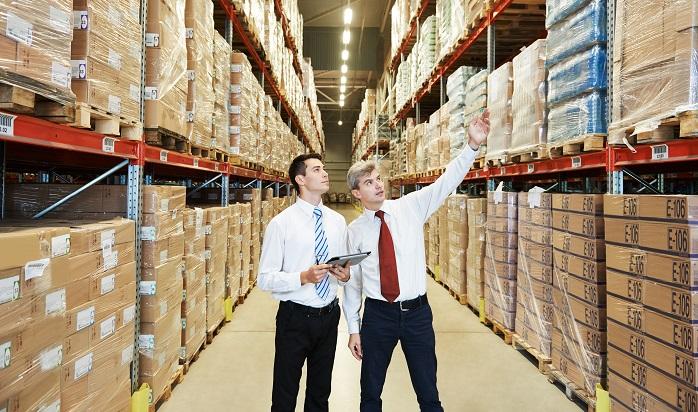 Neben den klassischen Logistiker-Berufen wie Fachkräfte für Lagerwesen gibt es auch höher dotierte Stellen. Hierzu gehört beispielsweise der Projektingenieur oder der Senior Consultant für SAP Logistik. (#01)