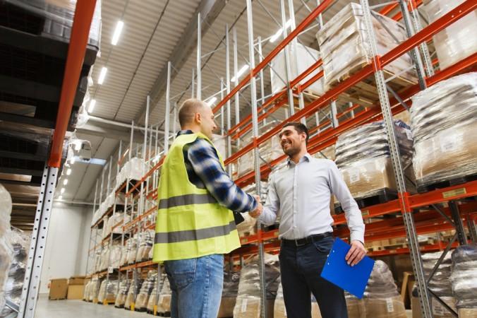 Bei der indirekten Distribution geht der Verkauf der Produkte über Absatzmittler. Beim Zweistufenkanal kommen beispielsweise Großhändler zum Einsatz. (#4)
