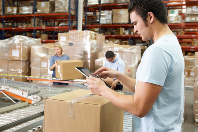 Ein weiteres Feld ist die Optimierung der Lagerlogistik. Wer hier die richtige Technik nutzt, bringt die Pakete schneller und kostengünstiger zum Endkunden. (#6)