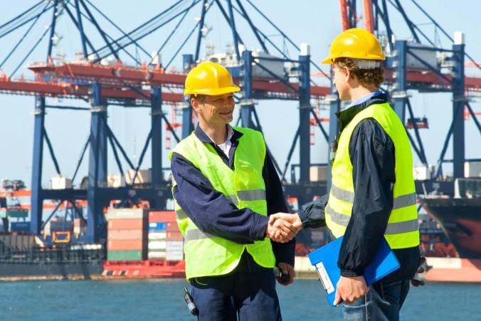 Wer eine passende Umschulung zu seinem Unternehmen, den Aufgabenschwerpunkten und den Mitarbeiter auswählt, kann dem Fachkräftemangel gezielt entgegenwirken. (#4)