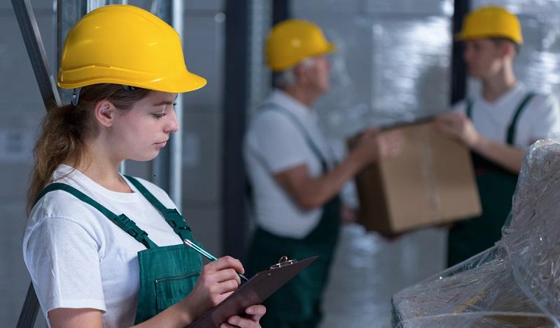 Teamfähigkeit, ein Gefühl für Technik und Eigenverantwortlichkeit sind gute Voraussetzungen die Ausbildung Fachkraft für Lagerlogistik antreten zu können. (#02)