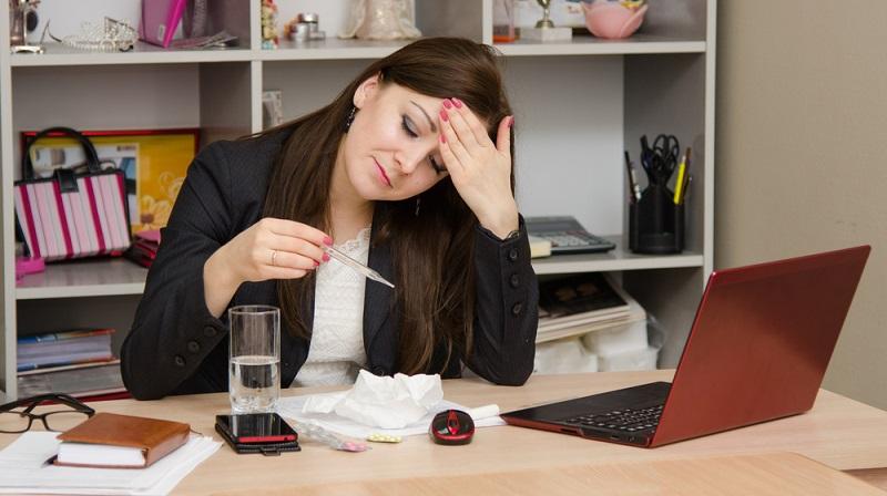 Der neue Job soll anfangen, doch dann wird man krank. Was ist nun besser: Soll man seinen neuen Arbeitgeber warten lassen und sich krankmelden oder trotzdem zur Arbeit gehen? (#02)