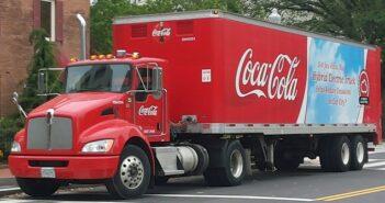 Aufgenommen in Washington, D.C.:Coca Cola nutzt diesen Hybridsattelschlepper für Auslieferungsfahrten.