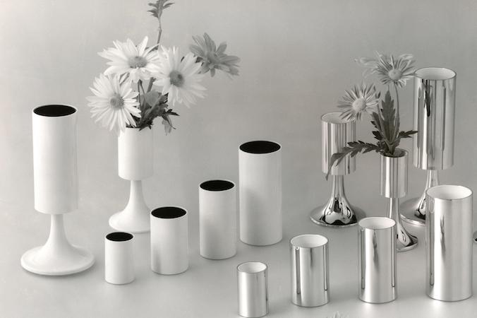 Blumenvasen aus der Produktion der Gebrüder Schmidt KG. Ein Beispiel für das neuartige Design, das sich u.a. an der französischen Art-Deco-Bewegung orientiert.