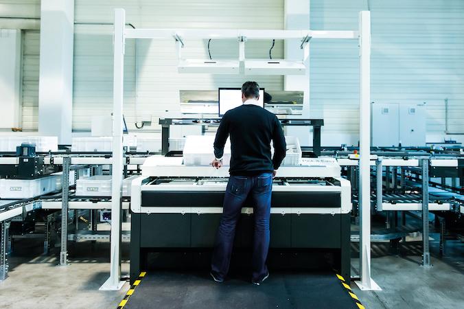 Ein Pick-it-Arbeitsplatz von KNAPP, der sich aufgrund seiner hervorragenden ergonomischen Eigenschaften auszeichnet. (#3)