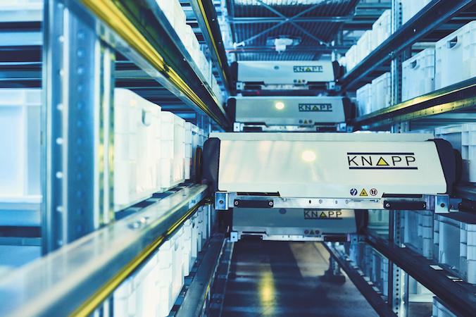 Die Waren am Standort in Berlin werden mithilfe eines OSR Shuttle-Systems kommissioniert und sortiert. (#1)
