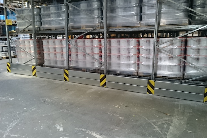 Zeigen sich nämlich Verschleißerscheinungen an den Regalen oder Regalteilen, ist jeder Betreiber eines Logistik-Lagers gesetzlich dazu verpflichtetet zu handeln.