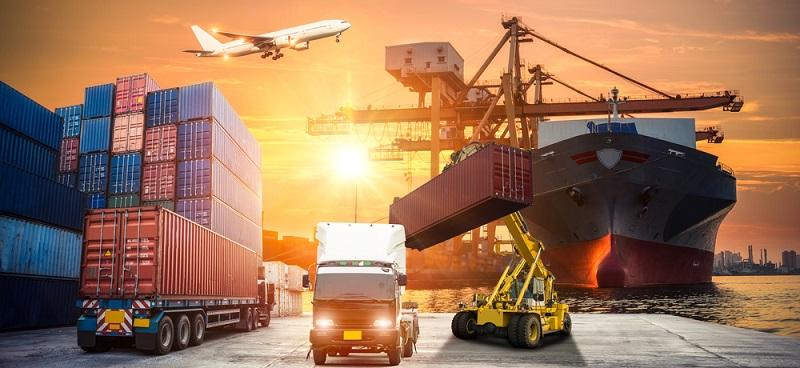 Neben den reinen Transportleistungen übernimmt Freighthub zudem die Verzollung und kümmert sich um Ausstellung und Richtigkeit der Frachtpapiere, wozu verschiedene Verfahren angewendet werden. ( Foto: Shutterstock-Travel mania )