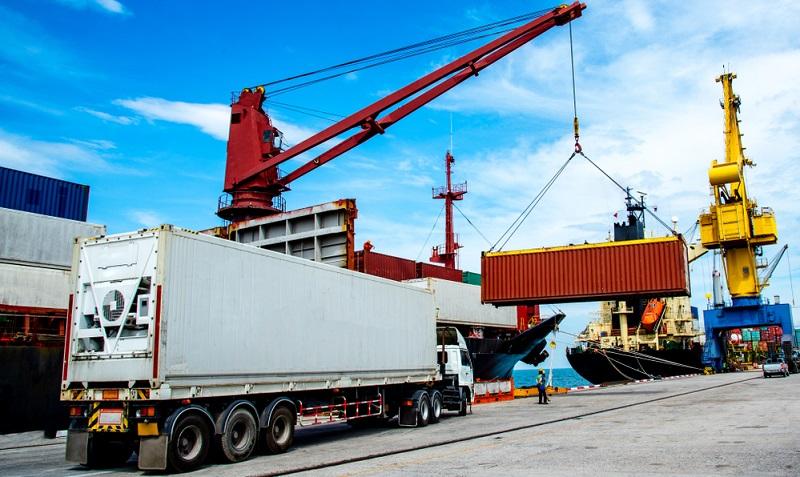 Der Containerumschlag wird in 2018 laut HHLA ungefähr in dem Maße fortgeführt, wie er in 2017 erfolgt ist. ( Foto: Shutterstock-_Iam_Anupong )
