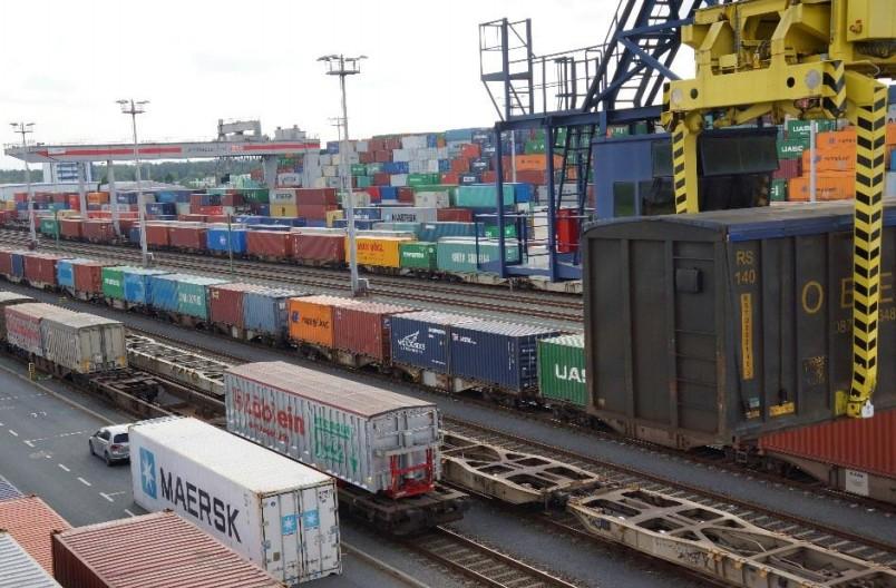 Trimodal: Das TriCon Container-Terminal verbindet den bayernhafen Nürnberg per Containerzug mit anderen Güterverkehrszentren. Die Nordseehäfen Hamburg und Bremerhaven gehören ebenso dazu wie der Hafen Rotterdam und Chengdu in China