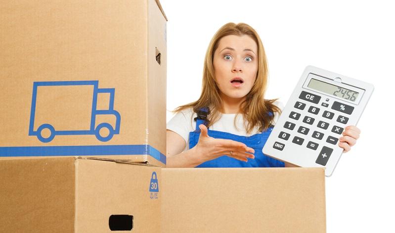 Ein Paket zu verschicken, kostet viel Geld. Daher stellt sich bei einer Rücksendung die wichtige Frage, wer die Kosten dafür übernimmt. (#04)