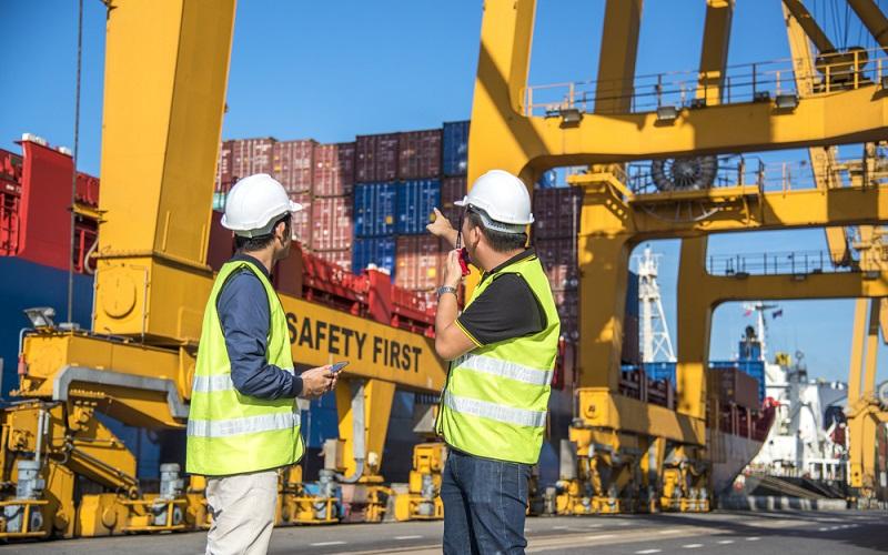 Die Mitarbeiter der Logistikunternehmen arbeiten dank der Sprachtechnologien effizienter, was wiederum dem Unternehmen einen wirtschaftlichen Vorteil bringt. (#3)