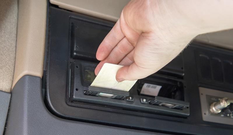 Durch digitale Tachographen soll verhindert werden, dass Manipulationen an den Zeiten vorgenommen werden. (#01)