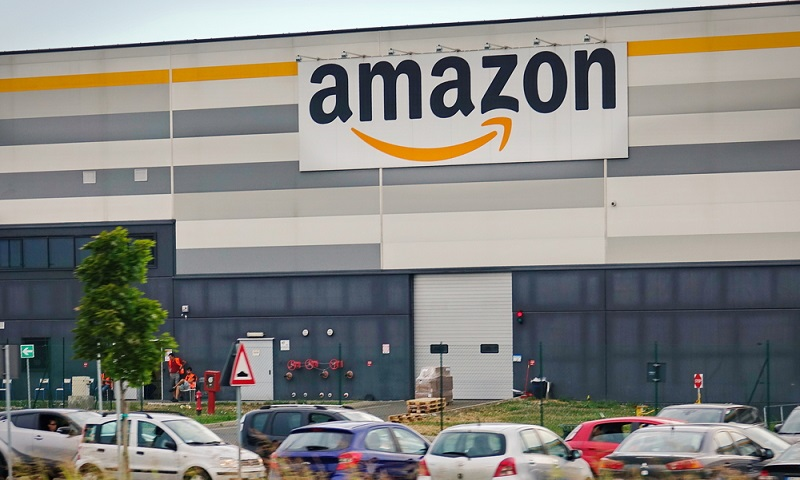 """Ein solcher Trend ist beispielsweise der sogenannte """"vorausschauende Versand"""", den sich der Onlinehändler Amazon in den USA patentieren ließ. Mithilfe dieser Methode kommen Waren noch vor dem """"Kaufen-Klick"""" der Kunden auf den Versandweg, weil sie sich wahrscheinlich dafür interessieren könnten."""