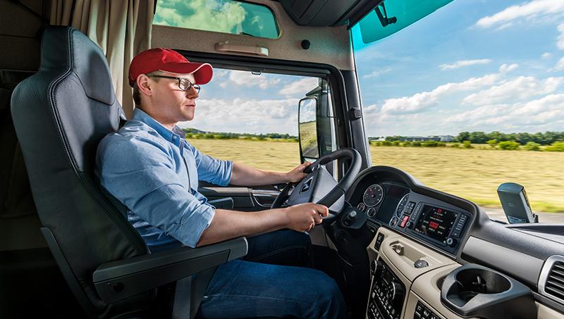 Fernfahrer zählen mittlerweile zu den gesuchten Fachkräften, weil jedes Jahr mehr Brummi-Fahrer in den Ruhestand gehen als eine Ausbildung beginnen. (#2)