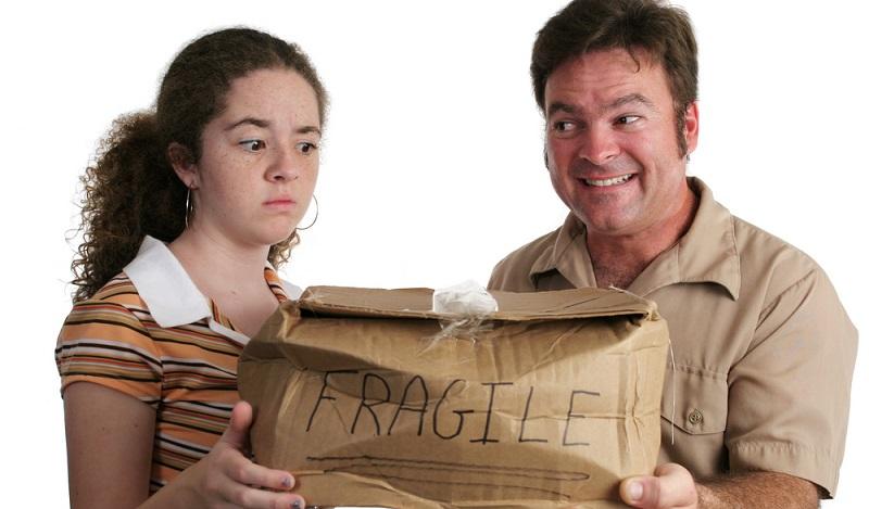 Erhalten Sie ein beschädigtes Paket, wenden Sie sich an den Absender. Dieser ist der Vertragspartner des Paketdienstleisters und muss eine Entschädigung in die Wege leiten.(#03)