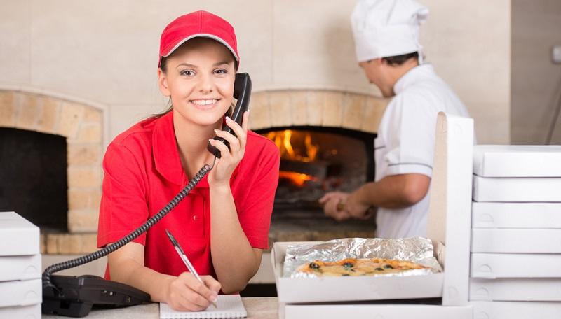 Heute bestellen bereits mehr Leute über derartige Apps als klassisch per Telefon – jedenfalls dort, wo Restaurants diese Möglichkeit anbieten. So gesehen sind Pizzalieferdienste auch nichts anderes als Logistikunternehmen, die zudem zeitkritisch ihre Produkte ausliefern müssen.(#02)