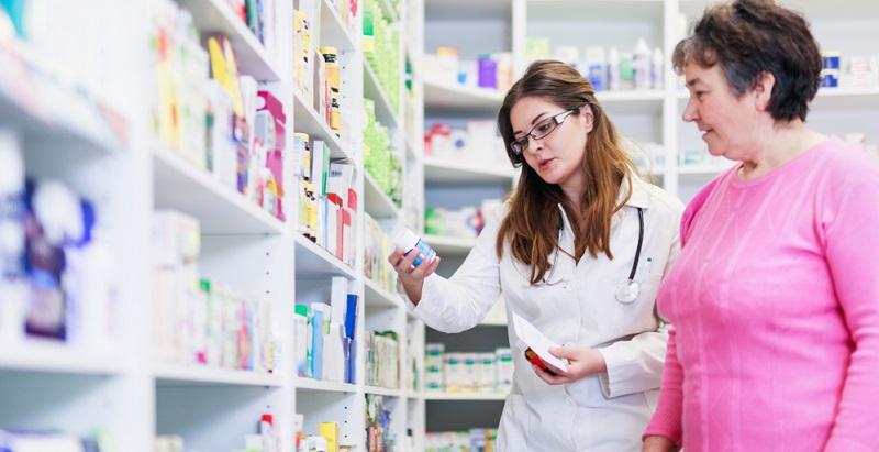 Der Versandhandel ist erst seit 2004 in Deutschland gesetzlich erlaubt und umfasst sowohl rezeptpflichtige als auch rezeptfreie Medikamente, Pflegebedarf und medizinische Verbrauchsmaterialien.
