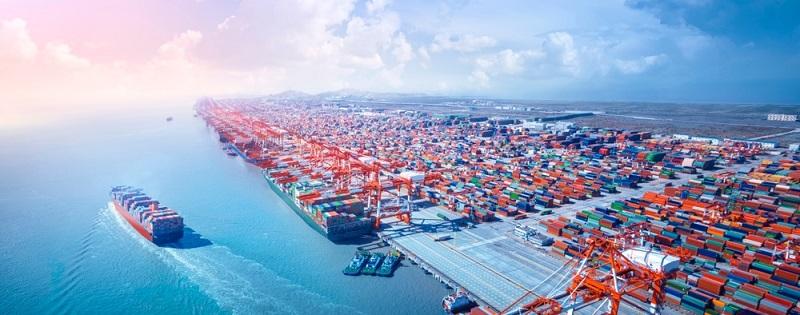 Man kann es sich kaum vorstellen, aber die Idee, Waren aller Art in genormten Behältern zu transportieren, ist erst in der zweiten Hälfte des 20. Jahrhunderts aufgekommen.