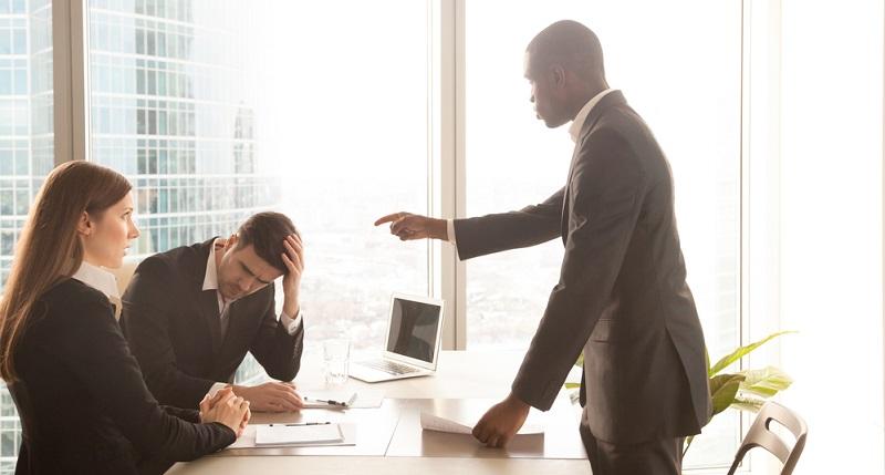 Wer den Verdacht hat, einer Mitarbeiterüberwachung zum Opfer zu fallen, kann verschiedene Wege einschlagen.