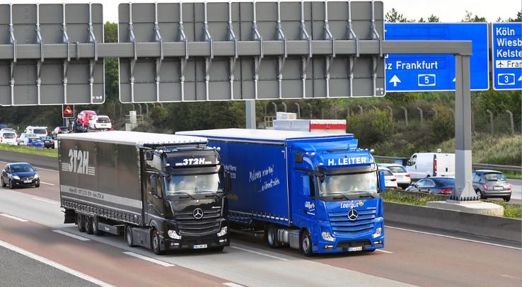 Eine Überwachung der Lenk-und Ruhezeiten der Lkw-Fahrer kündigt sich durch DSRC-leser an, die an Schilderbrücken auf Autobahnen montiert werden können. (#1)