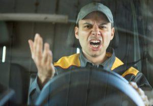 Eine der vielen Ursachen für das Fahren ohne Fahrerkarte: Zeitdruck und Stress sind leider ständige Begleiter der Berufskraftfahrer. (#1)