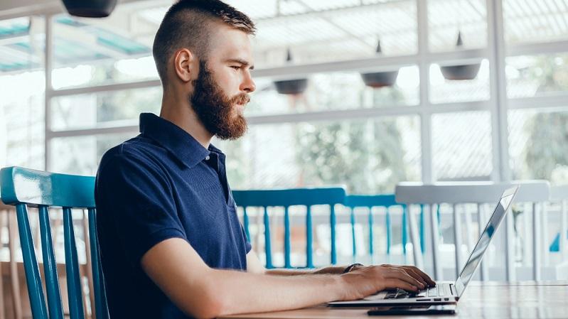 Die verschiedenen digitalen Plattformen nehmen einen immer höheren Stellenwert im Leben der meisten Menschen ein. Verständlich also, dass auch bei der Personalakquise der Weg über LinkedIn, Xing oder Facebook gegangen wird.
