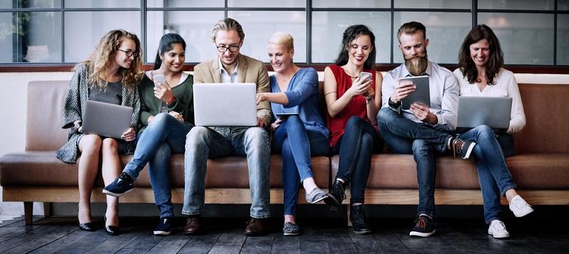 Auffällig ist dabei in erster Linie, dass der Umsatz mit mobilen Geräten wie dem Smartphone oder dem Tablet sehr stark angestiegen ist.