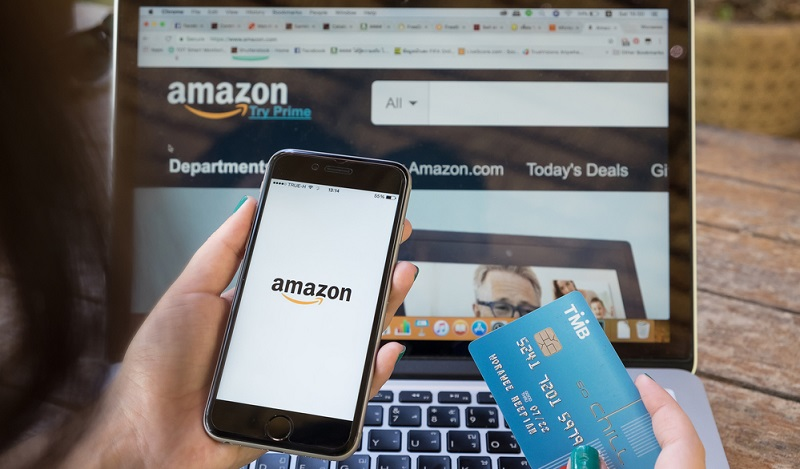 An der Spitze stehen jedoch einige große Anbieter, die einen erheblichen Teil der gesamten Ecommerceumsätze unter sich ausmachen. An erster Stelle steht dabei mit großem Abstand Amazon.