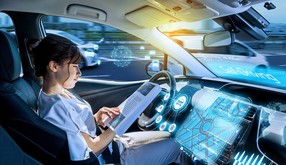 Die bestehenden Automotive Security Standards kommen auf den Prüfstand: Die Weiterentwicklung der Fahrzeuge hin zum Autonomen Fahren erfordern ein Upgrade. (Foto: shutterstock - metamorworks, #1)