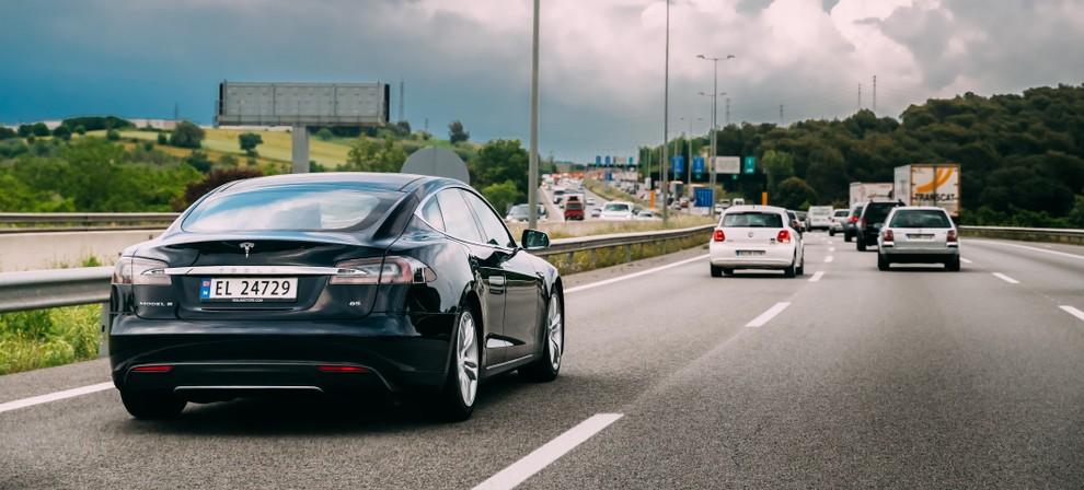 Sicherheitslücken im Tesla S: Automotive Security von der chinesischen Sicherheitsfirma Keen Security Lab getestet. (Foto: shutterstock Grisha Bruev, #1)