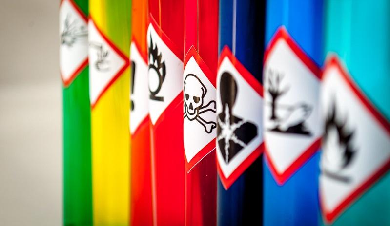 Logistikunternehmen bieten vermehrt Lagerflächen für die Gefahrstofflagerung an und erweitern damit ihr Leistungsportfolio um einen wichtigen Service.