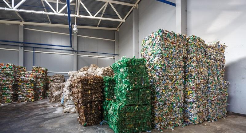 """Auch wenn für die Lagerung von Gefahrstoffen laut oben genannter Rechtsvorschrift keine """"Gefahrstofflager"""" einzusetzen sind, so gibt es doch bestimmte rechtliche Regelungen, die eingehalten werden müssen."""