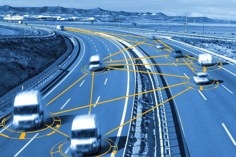 C V2X ermöglicht eine Kommunikation zwischen den Fahrzeugen. (#02)