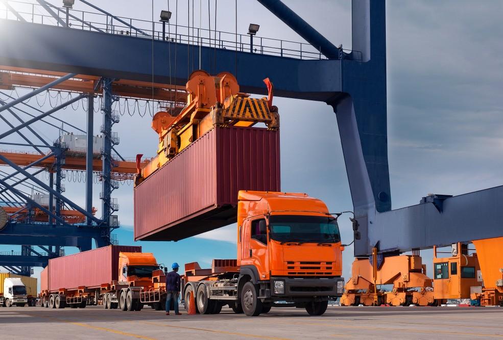 Gerade in den besonderen Situationen bei Vor- und Nachlaufverkehren sowie Umfuhren zwischen Containerterminals lässt sich die catkin App zur Übermittlung von Status-Meldungen zu Stau, Rampenwartezeiten, Be- und Entladungen an den Disponenten einsetzen.