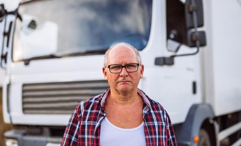 Die Zahl der Bewerber geht kontinuierlich zurück, gleichzeitig gehen ältere Logistiker in Rente, Berufskraftfahrer suchen sich andere Beschäftigungen, weil sie die Arbeit gesundheitlich nicht mehr verrichten können (Foto: Shutterstock-bbernard )