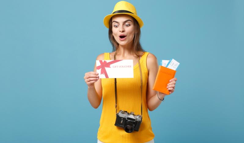 Steuerfreie Zuwendungen an den Arbeitnehmer können auch in Form von Gutscheinen verteilt werden. (Foto: Shutterstock - ViDI Studio)