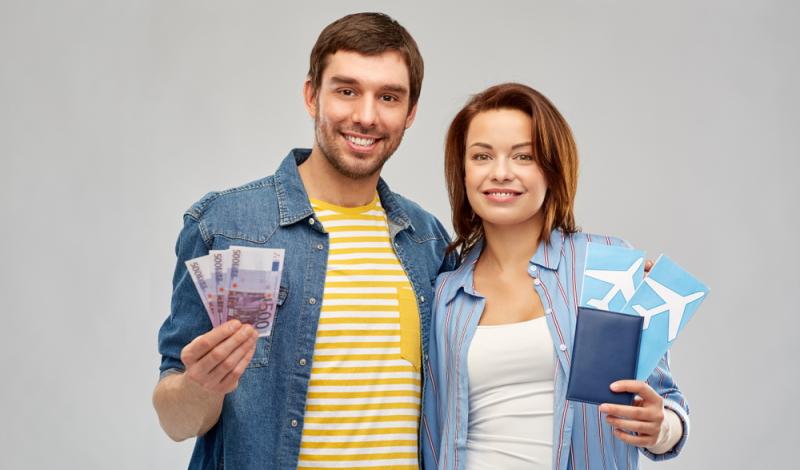 Für steuerfreie Zuwendungen an Arbeitnehmer gibt es unterschiedliche Möglichkeiten. Beispielsweise des Sachlohn (Foto: Shutterstock - Syda Productions)