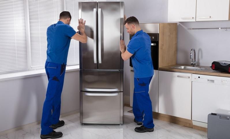 Als Verbraucher hat man eine sehr ambivalente Beziehung zu seinem Kühlschrank. (Foto: Shutterstock-Andrey_Popov)