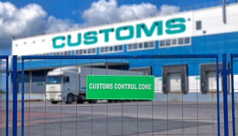 Das internationale Beförderungspapier soll den Warentransport auf der Straße vereinfachen und das Verfahren beim Zoll abkürzen.  (Foto: Shutterstock-Grigvovan  )